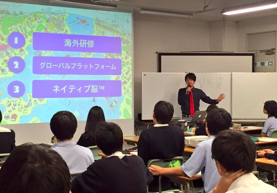 講演会でグローバルキャリアについて語る嶋津氏