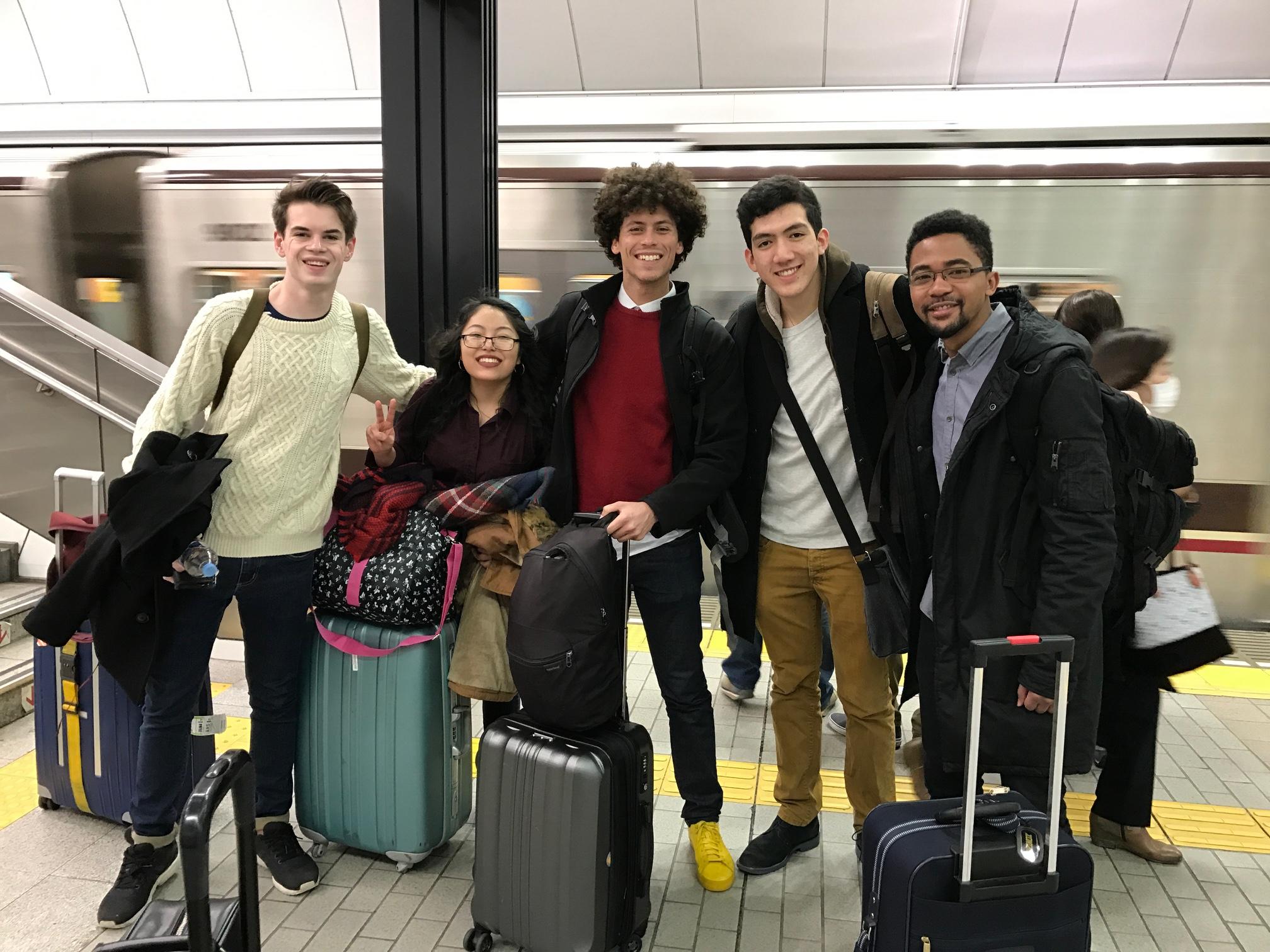 左から英国OxfordのCallum, 米国MIT(マサチューセッツ工科大学)のErika, 英国University College LondonのArnald, Joseph, and Mugi!!